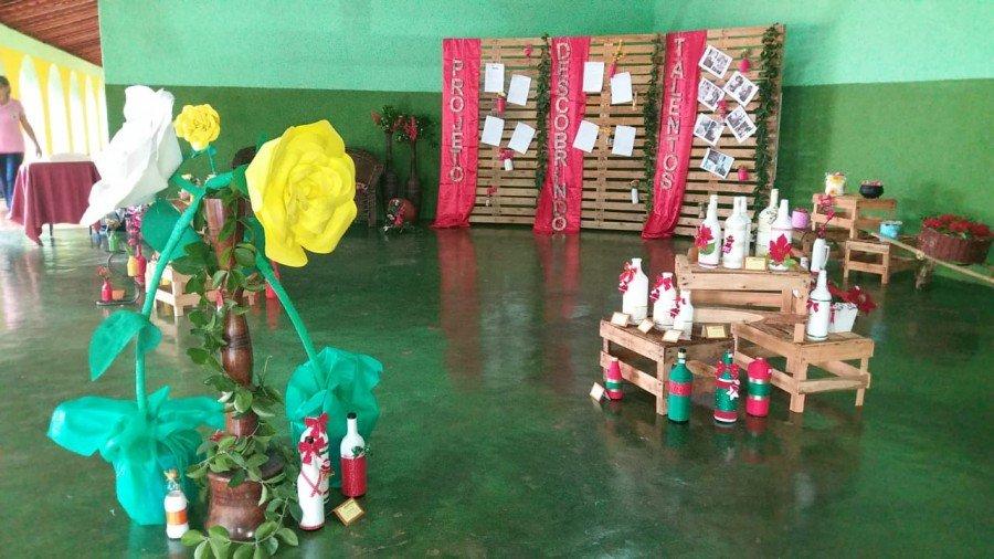 Objetos decorativos foram criados a partir de material reciclável