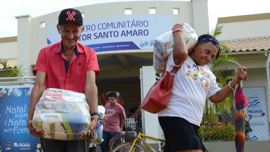 As cestas contêm alimentos arrecadados na campanha Natal Permanente da LBV – Jesus, o Pão Nosso de cada dia! (Foto: Edu Fortes)
