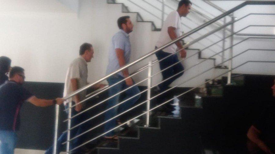 O pai e o irmão do deputado Olyntho Neto chegaram a ser presos, mas foram liberados dias depois