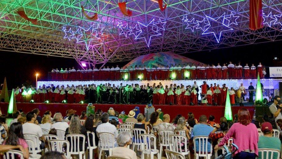 Canções tradicionais de Natal, Música Popular Brasileira e clássicos internacionais fizeram parte do repertório (Foto: Júnior Suzuk)