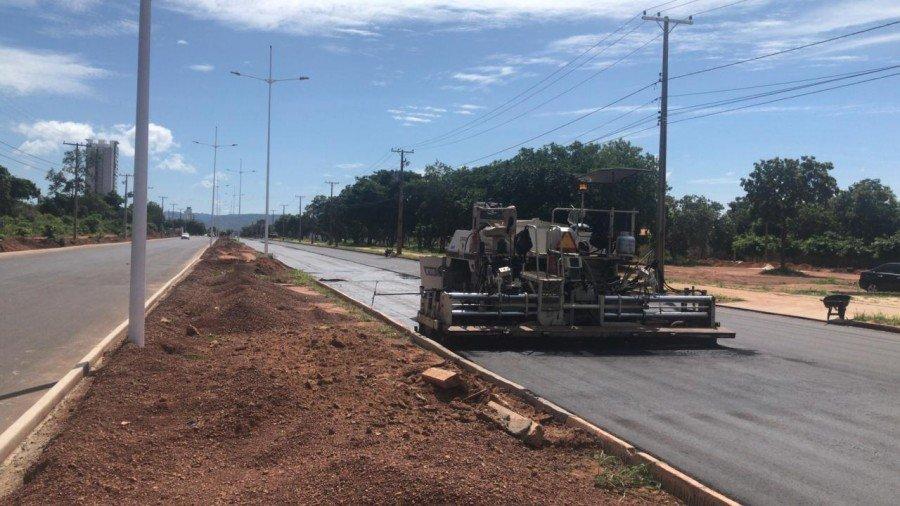 Avenida LO-05 está sendo recapeada