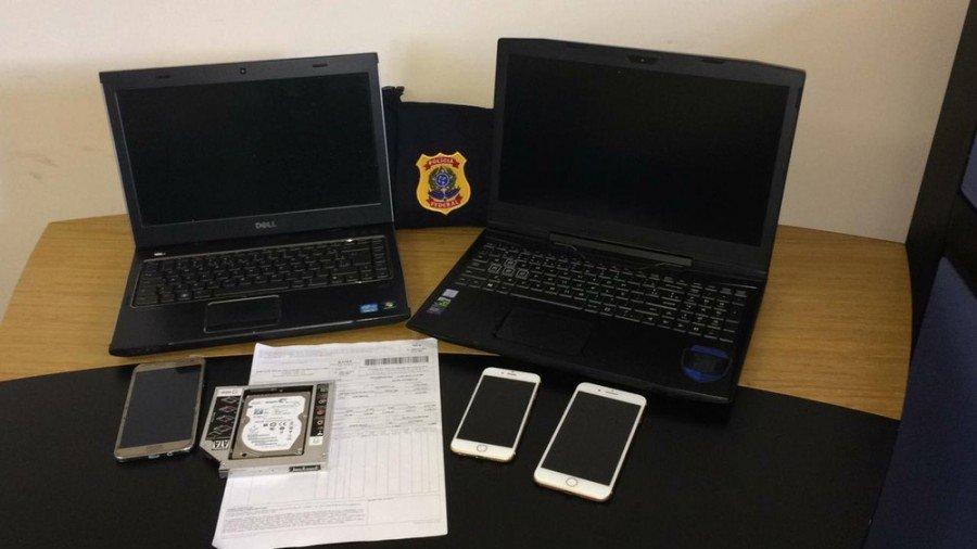 Computadores e celulares apreendidos pela polícia (Foto: PF/Divulgação)