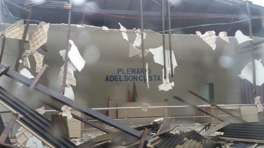 Parte de forro caiu em Câmara de Curionópolis-PA, durante forte chuva