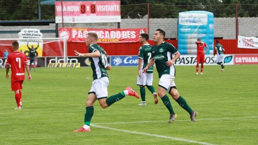 Marlone marcou pelo Goiás no clássico contra Vila Nova (Foto: Rosiron Rodrigues/Goiás)