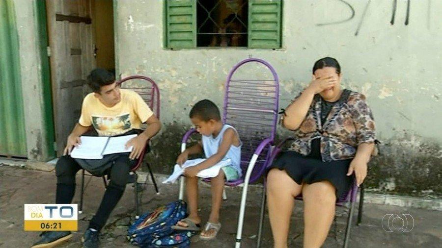 Pais se dizem preocupados com a paralisação das aulas nas escolas de Riachinho (Foto: Reprodução/TV Anhanguera)
