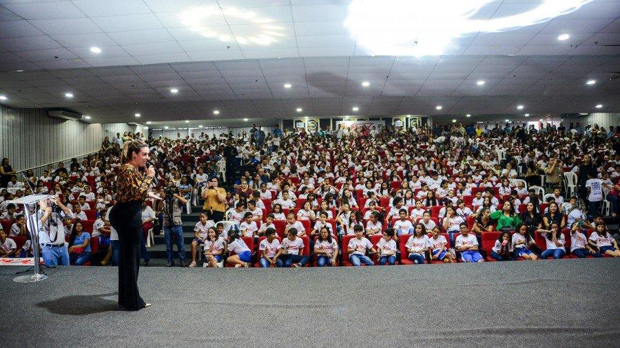 A prefeita Cinthia Ribeiro parabenizou todas as crianças presentes e lembrou quão importante é o trabalho realizado pelo programa