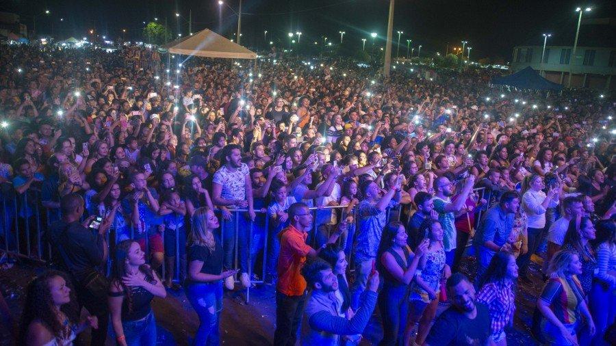 Milhares de pessoas compareceram no domingão para conferir o show da cantora Joelma