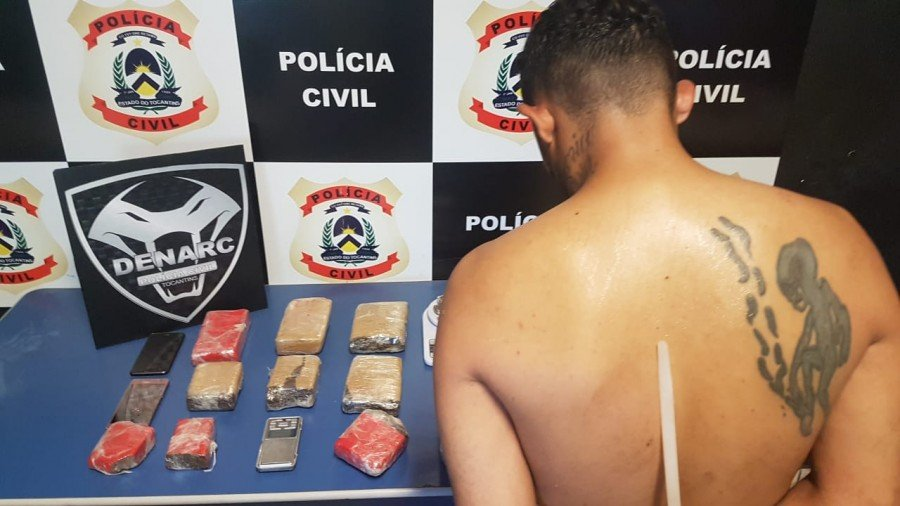 Homem suspeito de usar a própria casa como ponto de venda de drogas foi preso pela Polícia Civil