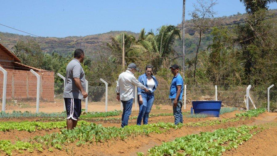 Prefeita visitou a Horta Comunitária de Taquaruçu acompanhada do secretário de Desenvolvimento Rural, Roberto Sahium