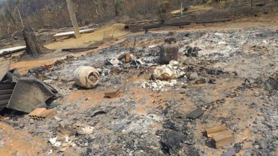 Moradia foi engolida pelas chamas em 13 de agosto (Foto: João Messias Monteiro)