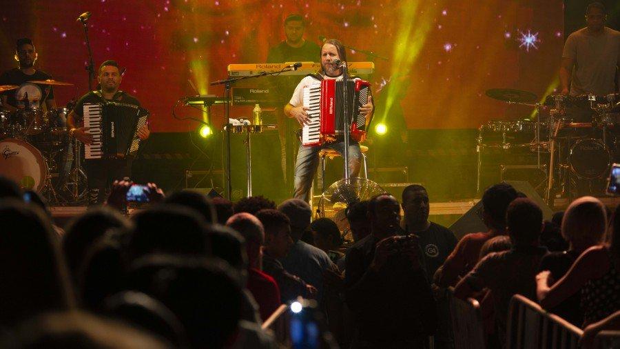 Dorgival Dantas sobiu ao palco e encerrou o 13º Festival Gastronômico de Taquaruçu (FGT) com músicas de grandes sucessos