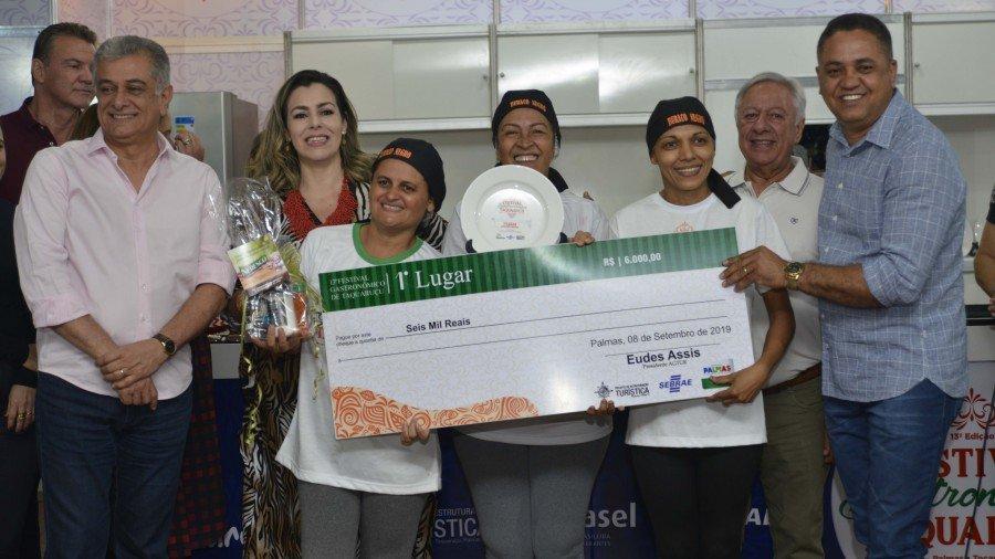 Ana Paula de Oliveira e amigas levaram o primeiro lugar na categoria Comidinha Salgada