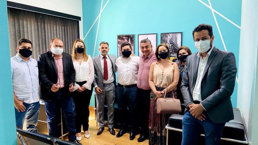 Rita Rocha (terceira da esquerda para a direita) com apoiadores de Arapoema e Colinas, em visitas realizadas em 19 de agosto