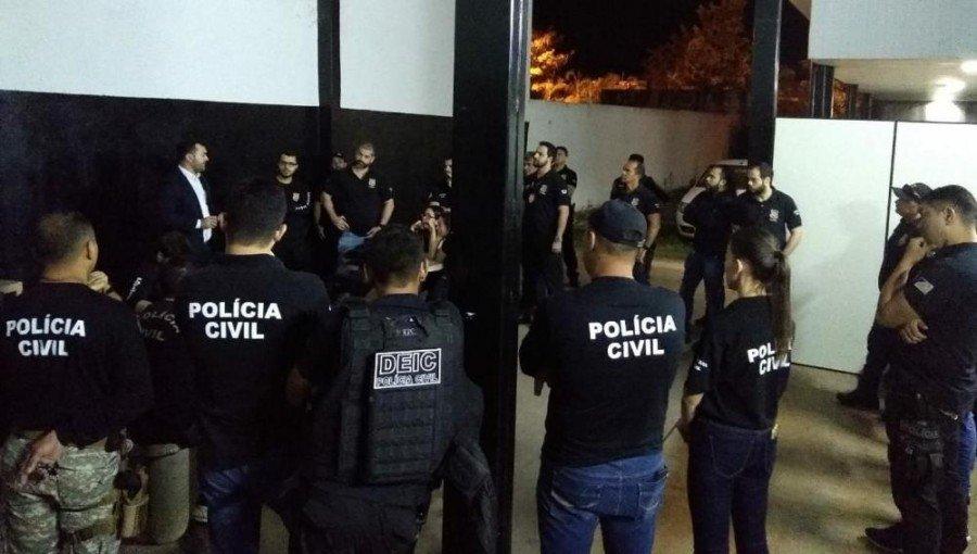 Policiais Civis em reunião sobre a operação que investiga desvio de recursos públicos estaduais