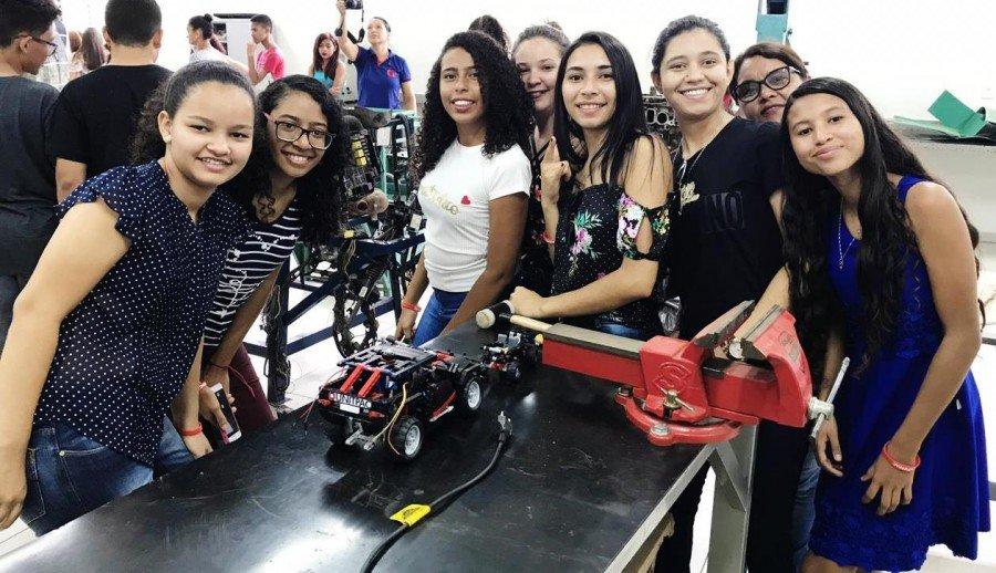 Alunas se encantaram com laboratório de robótica