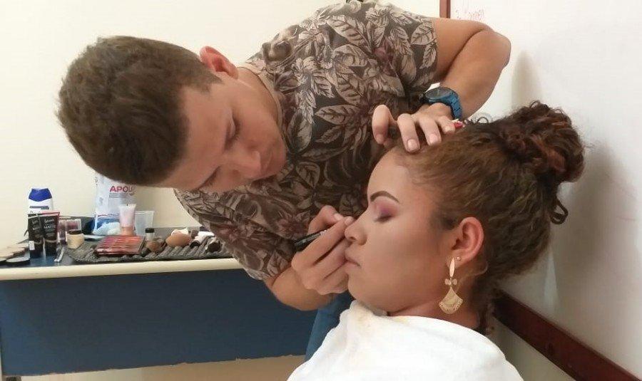 A Setas desenvolve a inclusão produtiva, com cursos de capacitação para produção de artesanato local, panificação, cabeleireiro, maquiagem, design de sobrancelhas, e outros (Foto: Ascom)