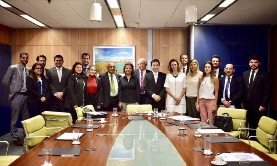 A secretária de Estado da Comunicação Social do Tocantins, Kênia Borges, destacou a importância da união dos estados da Amazônia legal para o fortalecimento econômico da região