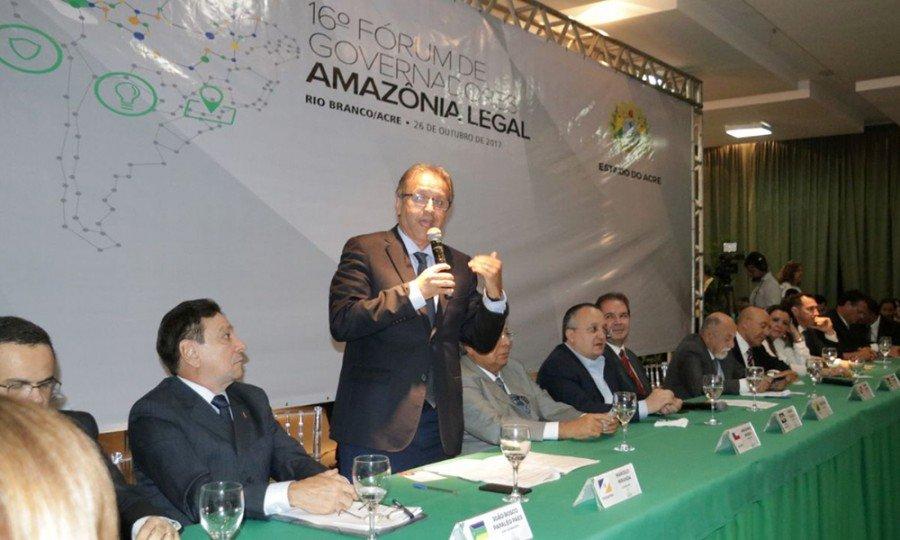 """egundo o governador, os jovens também querem ser ouvidos. """"Os jovens amazônicos querem participar deste debate"""""""
