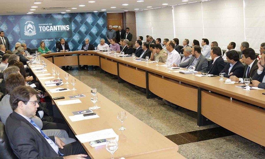Reunião entre governador Marcelo Miranda e secretariados nesta segunda-feira (Foto: Pedro Barbosa)