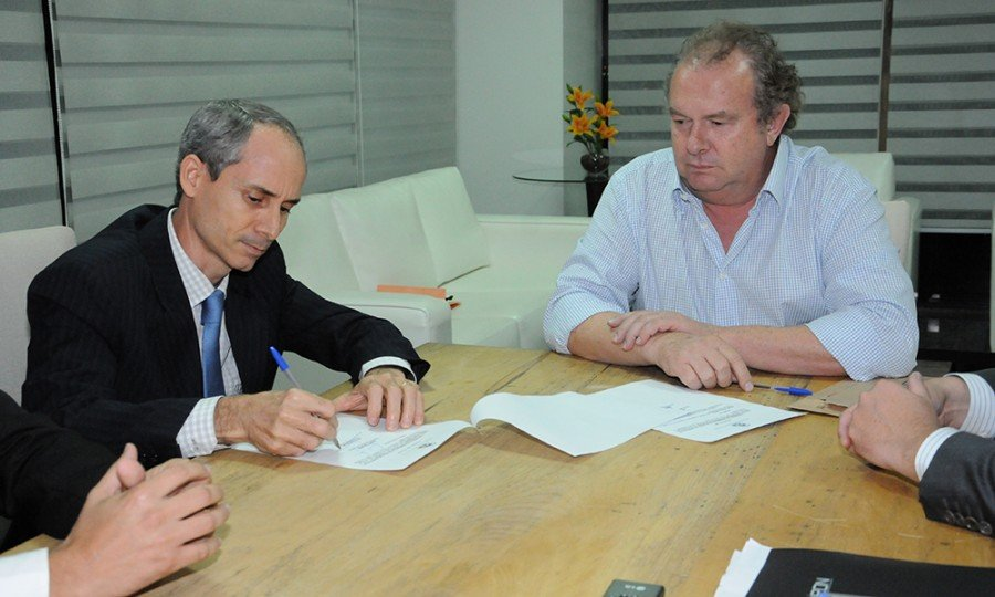 Mauro Carlesse nomeia Nivair Vieira Borges, procurador-geral do Estado (Foto: Lia Mara)