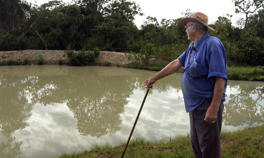 Entre as ações desenvolvidas para enfrentar a escassez prolongada de água no período de estiagem, o Governo do Tocantins entregou de títulos de cisternas e construiu barraginhas para reter água