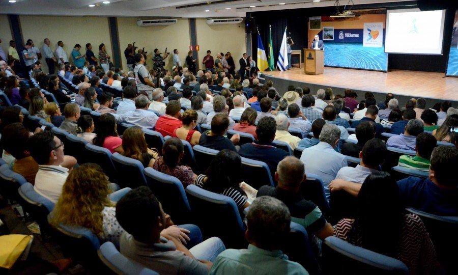 Durante o lançamento da Agrotins, Marcelo Miranda recebe diversas demonstrações de apoio dos presentes (Foto: Tharson Lopes)