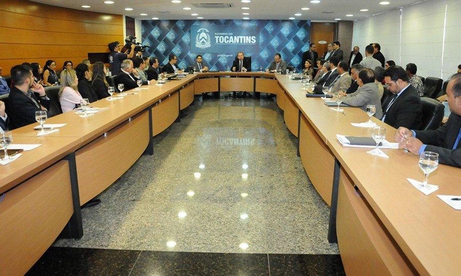 Além dos secretários anunciados anteriormente, foram empossados mais cinco nomes do primeiro escalão (Foto: Lia Mara)
