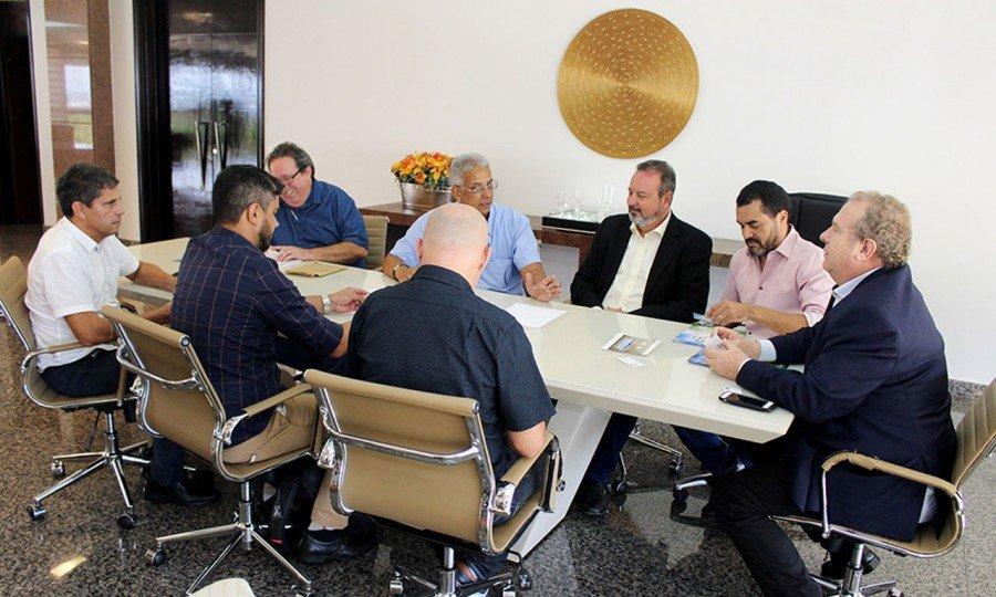 Encontro discute desburocratização para concessão de incentivos para empresas interessadas em se instalar no Estado (Foto: Manoel Lima)