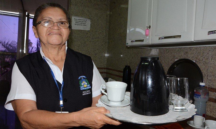 Dona Maria das Graças Vieira Rocha é servidora do Estado há 29 anos e começou trabalhando quando a Capital do Tocantins era Miracema