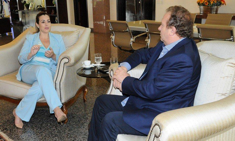 Prefeita de Palmas, Cinthia Ribeiro, fez a primeira visita institucional ao Governador, após a reeleição de Mauro Carlesse em 7 de outubro