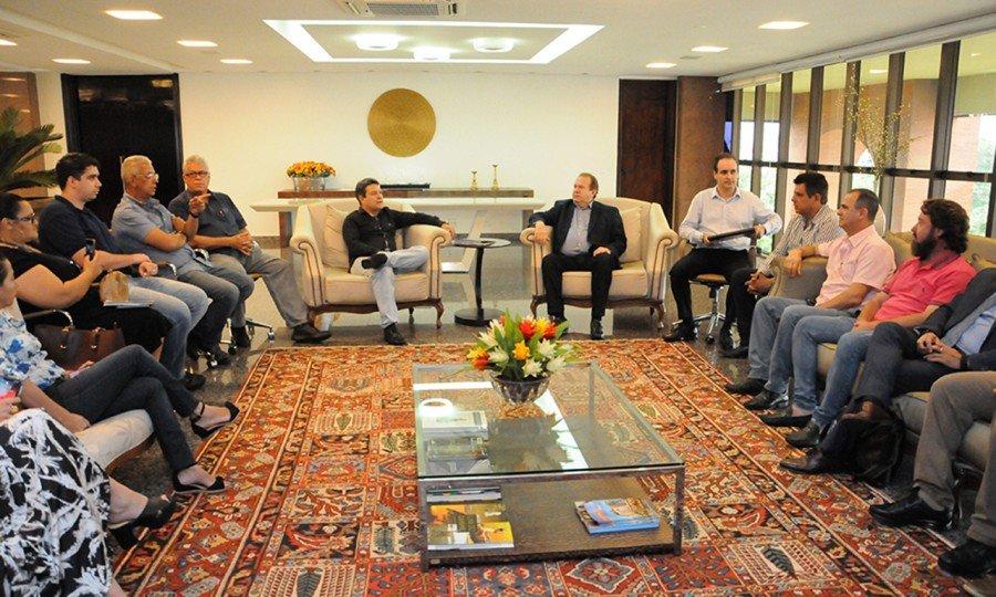 Em reunião com empresários e diretores da ADAT, Damaso cobrou um ajuste na política fiscal do Estado, buscando melhorias nos incentivos ficais para fomentar e dar competitividade às empresas