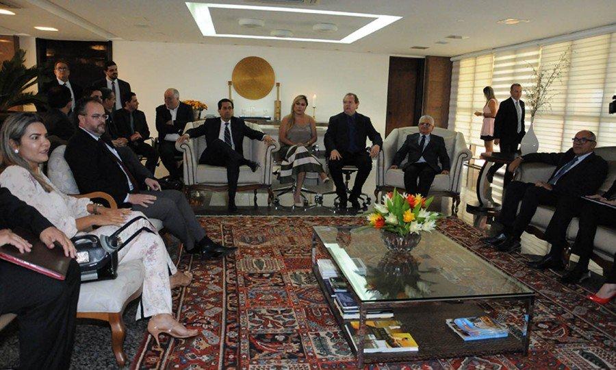 Reunião entre chefes de Poderes foi realizada ontem