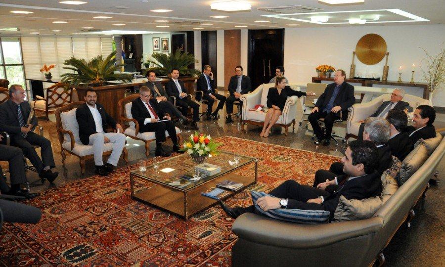 Reunião teve como pauta a redução de despesas, tanto de pessoal quanto de custeio, em todos os poderes e instituições