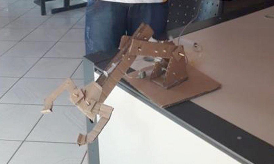 Braço mecânico construído por adolescente em cumprimento de medida socioeducativa