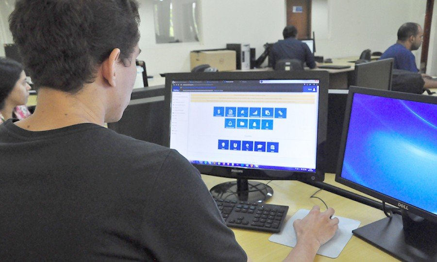 Servidores terão até 1º de fevereiro para realizar o recadastramento online
