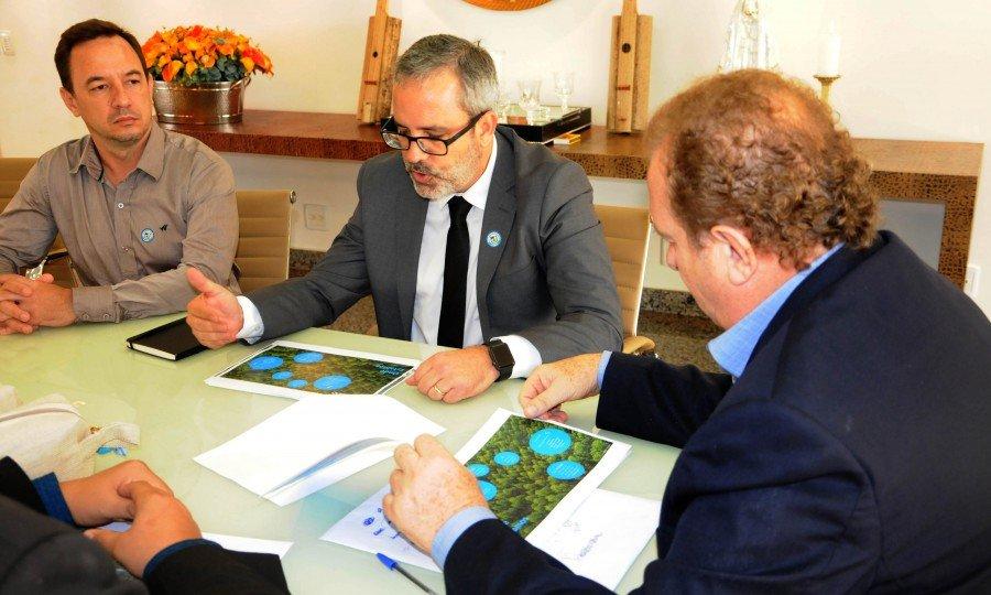 O governador recebeu executivos da Suzano Papel e Celulose, André Brito e Mauro Rangel, para debater investimentos da empresa no Estado
