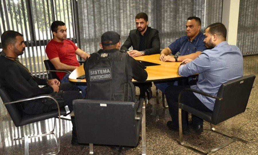 Secretário Heber Luís Fidelis Fernandes em reunião com a equipe gestora da Associação dos Servidores do Sistema Penitenciário