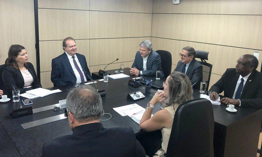 Em audiência com ministro, Governo do Tocantins discute retomada de obras e convênios para a Educação