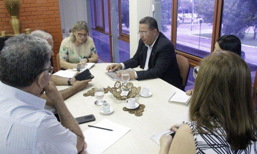 Presidente da  Adetuc, Tom Lyra,  e a prefeita Ivaneide Barreto, discutiram proposta de turismo para a região