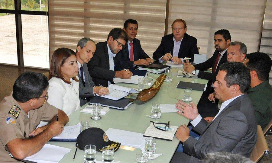 A reunião ocorreu durante toda a tarde e só terminou no início da noite, no Palácio Araguaia, em  Palmas (Foto: Washington Luiz)