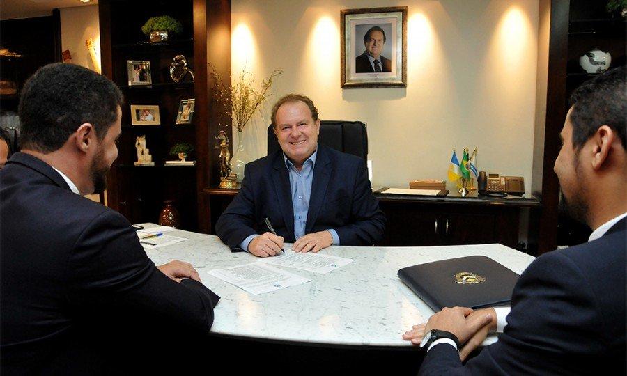 Governador Mauro  Carlesse assinou decreto de nomeação de 202 candidatos aprovados no  concurso do Sistema Penitenciário (Foto: Washington Luiz)
