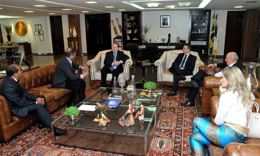 Governador Carlesse reunido com executivos do Porto Praia Norte, em seu gabinete no Palácio Araguaia (Foto: Washington Luiz)