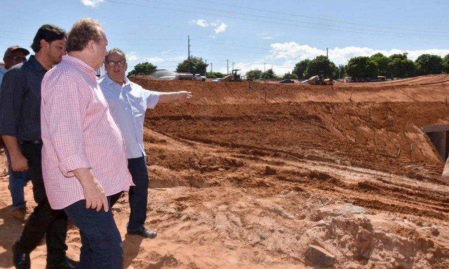Em Araguaína, o Governador vistoriou as obras de recuperação na rodovia TO-222, no perímetro urbano de Araguaína (Foto: Esequias Araújo)