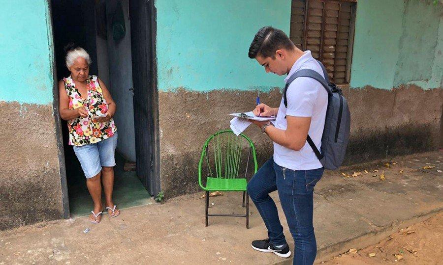 Visita domiciliar pela equipe técnica e preenchimento do Laudo Vistoria no Loteamento Palmares em Araguatins (Foto Tatiane Alves)