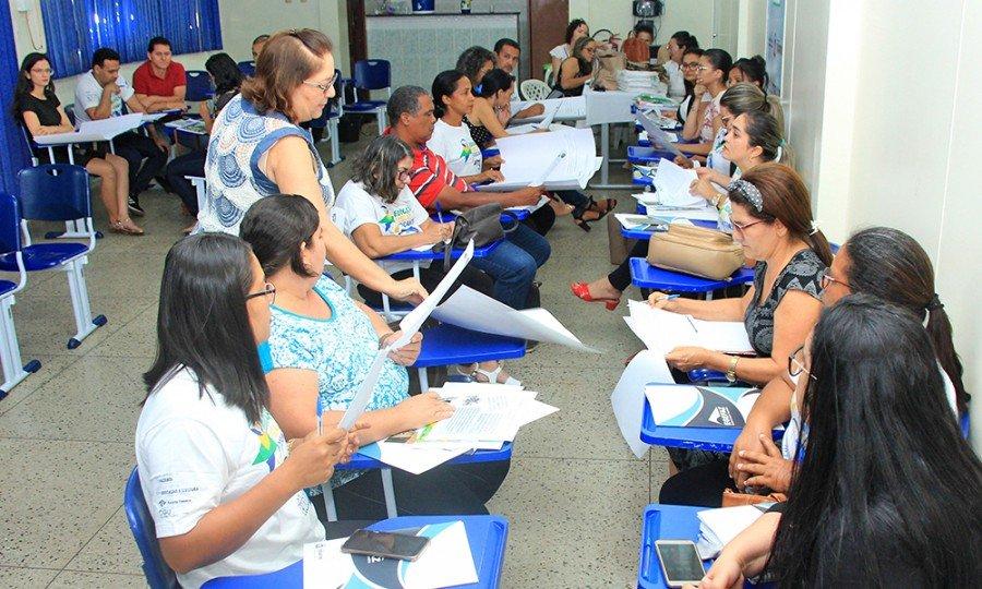Coordenadores e professores recebem orientações de como trabalhar a  temática Educação Fiscal em sala de aula (Foto: Antônio Gonçalves)