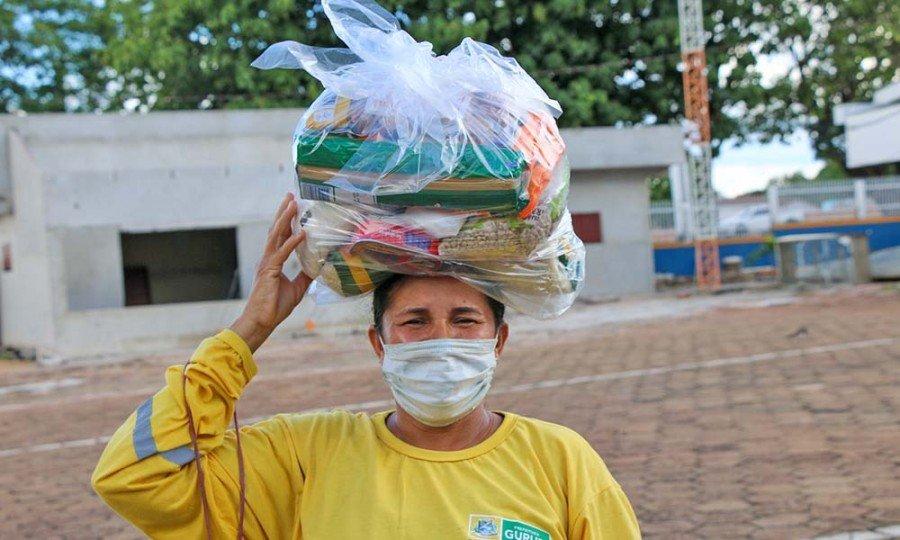 Para a trabalhadora Clarice Barreira de Souza, a cesta chegou na hora certa (Foto: Alexandre Alves)