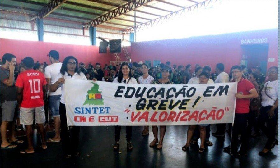 Professores de Riachinho vão continuar de greve