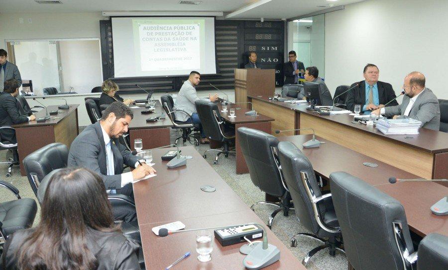 Secretário apresentou relatório do 2º quadrimestre (Foto: Isis Oliveira)
