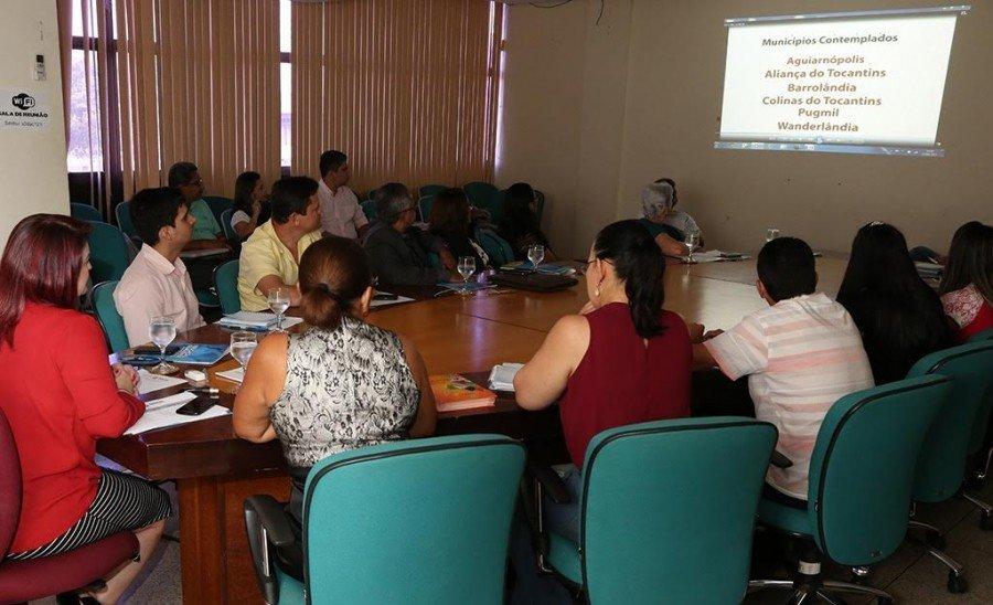 Na pauta da reunião foram apresentados relatórios das obras de seis escolas estaduais que estão sendo reformadas por intermédio do PEC
