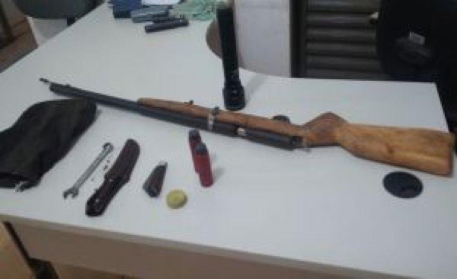 Armas e demais objetos em posse dos suspeitos